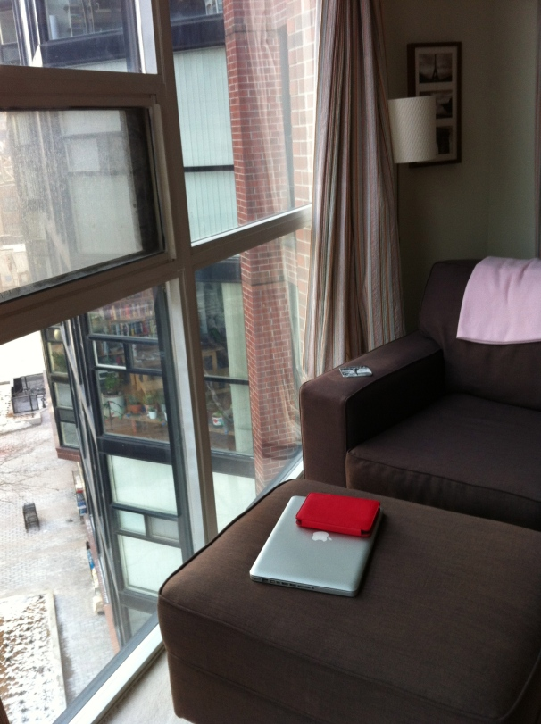 This nook, suspending me above a city where temperatures remained far below freezing, became my favorite spot in an apartment so comfortable that I found the resident used my brand of shampoo and shared my taste in books.